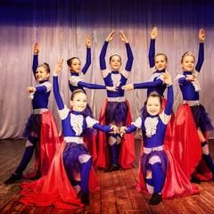 Пошив детских костюмов для девочек на выступление